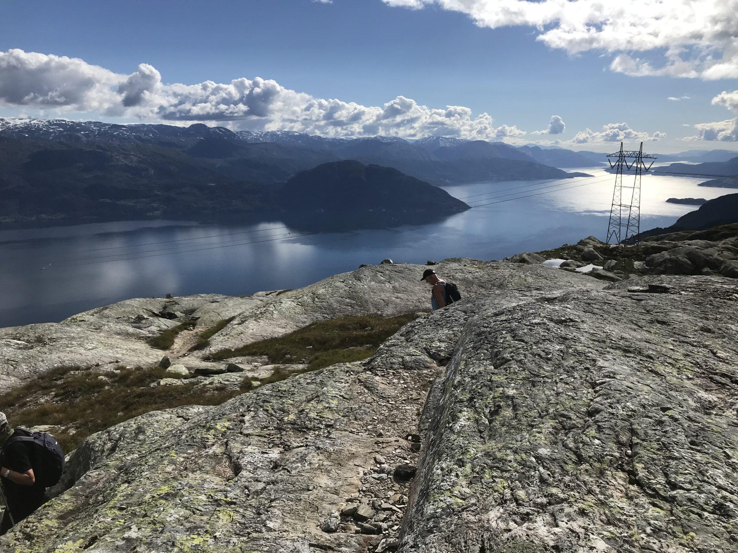 Fjellpartiet Giljafjellet var goldt og særprega og utsikten utover Hardangerfjorden var overveldande.